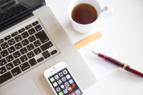 パソコンとコーヒー.jpg